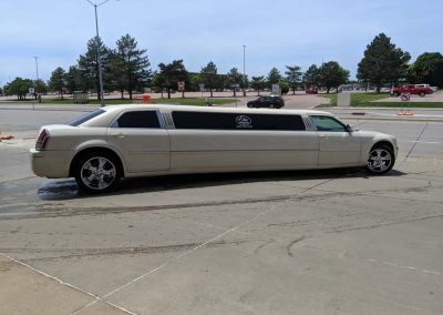 Elite limo Gallery- 10 passenger limo Chrysler 300